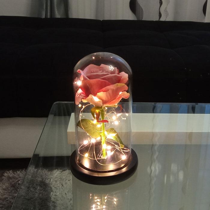 roza-v-stiklenica-bledo-rozovo