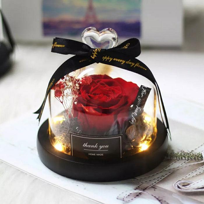 estestvena-roza-v-stiklenica-cervena